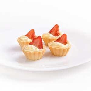 Minitartinki z kremem i owocami