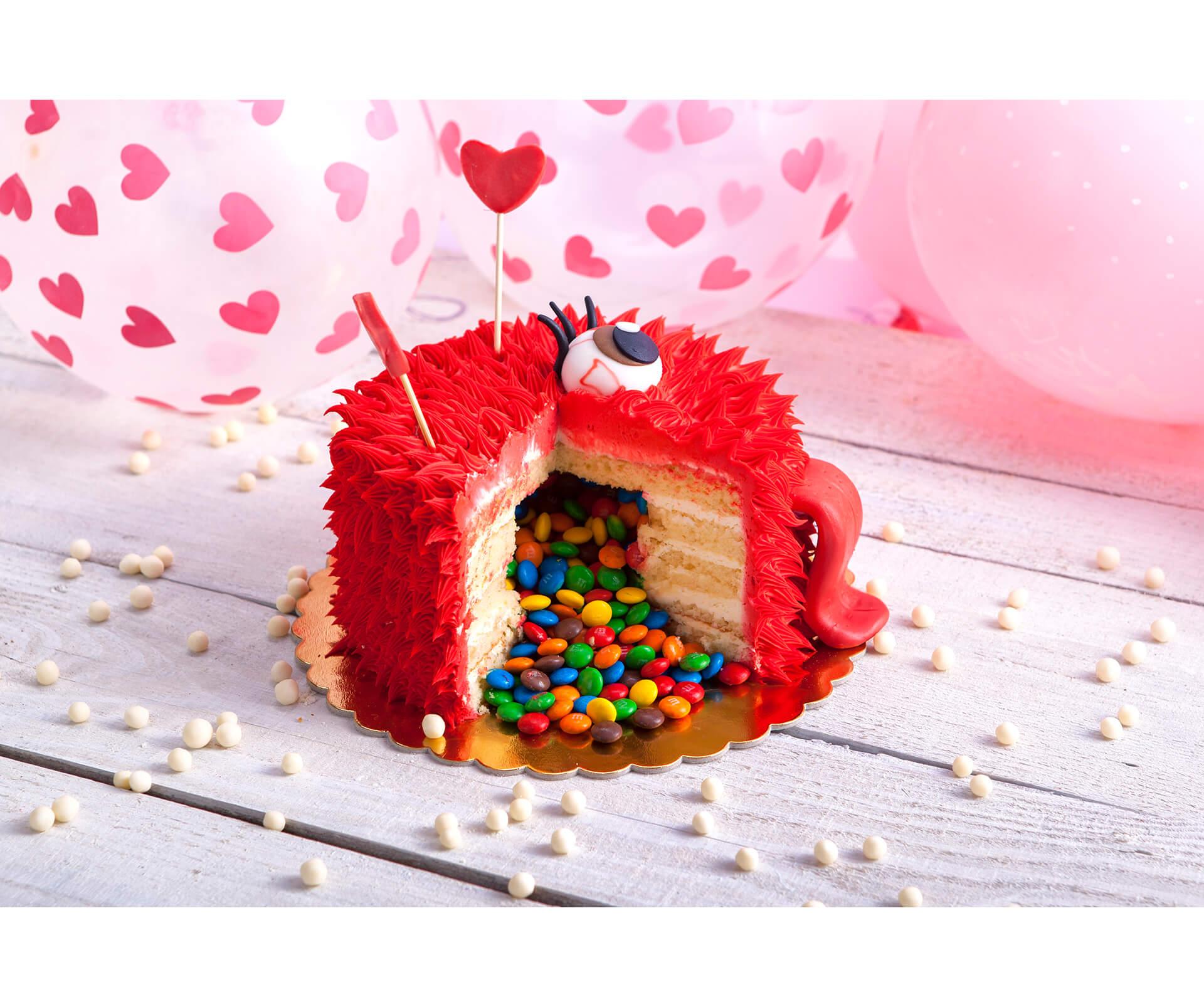 Pińata Cake